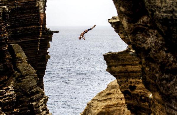 Cliff Diving Dangerous Crazy Beautiful High